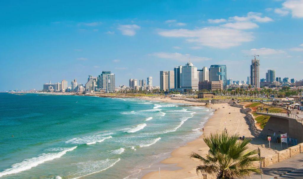 Παραλία μπροστά απ' τους ουρανοξύστες του Τελ Αβίβ, Ισραήλ