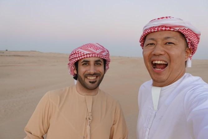 UAEで民族衣装を着て砂漠へ