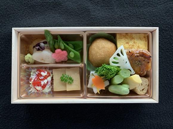 フィンエアー機内食 ビジネスクラス春メニュー前菜