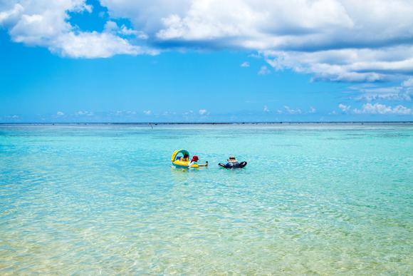 青く澄んだグアムの海