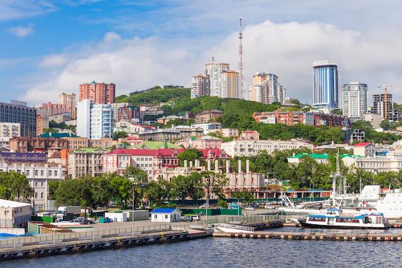 ウラジオストク(ロシア)起伏の多いカラフルな港町