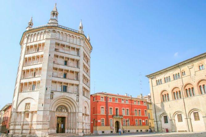 Baptisterio en Parma, Italia