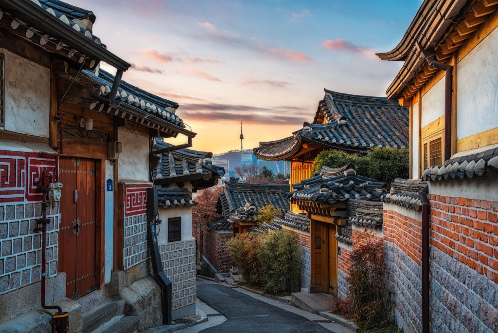Деревня Букчон входит в список мест, которые непременно стоит увидеть в Сеуле