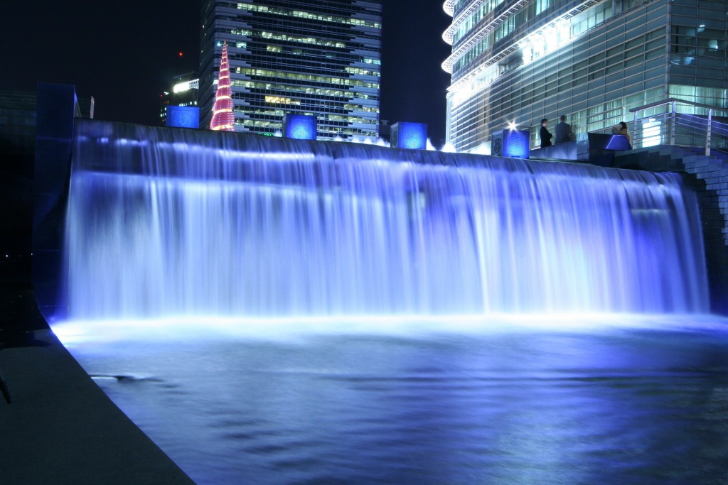 Если в Сеуле устанете от суеты, передохните у ручья Чхонгечхон